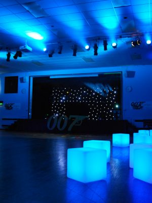 illuminated-LED-glow-cubes-for-hire-1