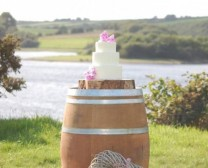 wine-barrel-cake-stand